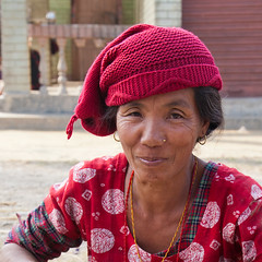 Sauraha (Dick Verton ( more than 6 million views! )) Tags: travel nepal red woman smile asia colourful sauraha dickverton
