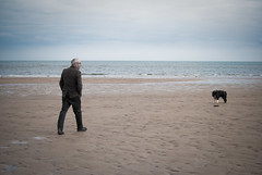 A man and his dog @ St. Andrews, Scotland, UK (M Rey Alonso) Tags: sea dog seascape man beach st scotland andrews walk escocia standrews reino unido reinounido