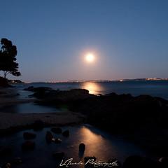 Carqueiranne full moon (L.Amelie Photography (Fr)) Tags: mer moon france lune de soleil coucher paca full pause paysage lente var flou sud pleine carqueiranne