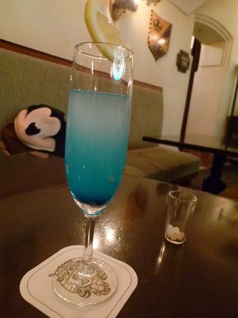 食後はお酒を飲んで一息♪|東京ディズニーシー