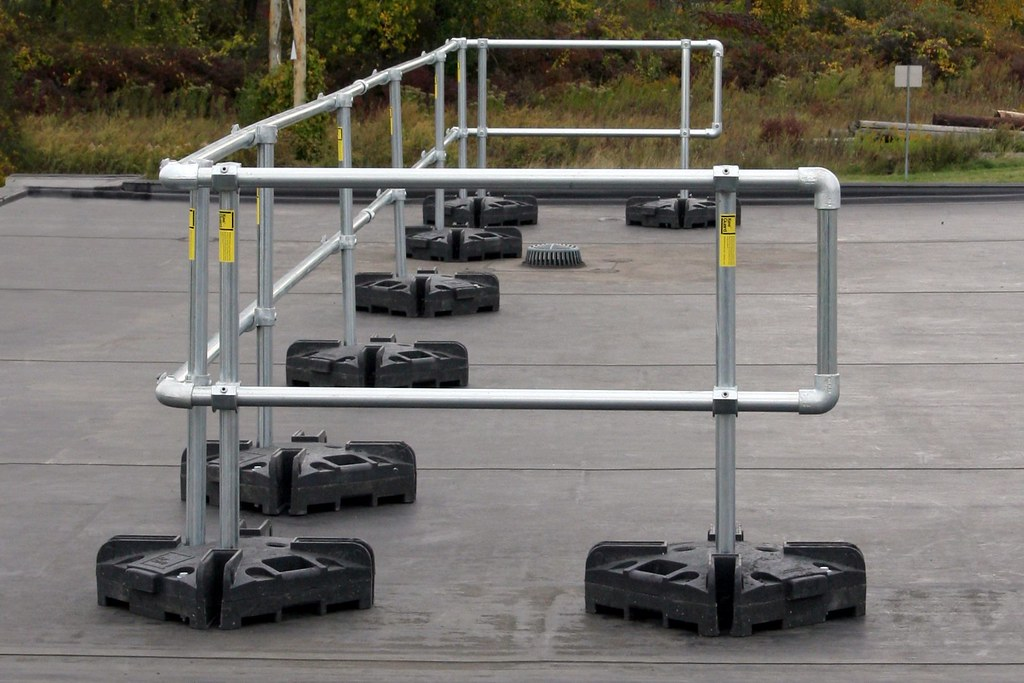 Portable safety railing systems temporary guardrail non