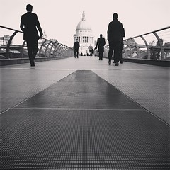 saint pulse (auketts) Tags: london monochrome square mono stpauls millenniumbridge willow squareformat stpaulscathedral mywalktowork iphoneography londonmono instagramapp uploaded:by=instagram foursquare:venue=4ac518cef964a52022a620e3 scrollpulse scrollflicker