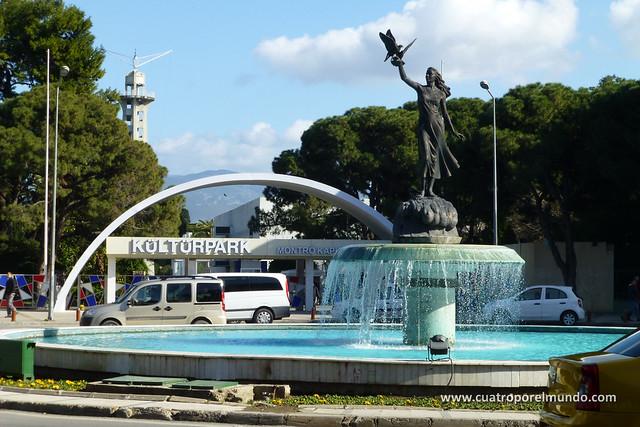 Una de las entradas al Kultur Park de Izmir