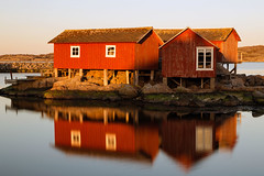 Sheds On The Water (diesmali) Tags: sunset red water reflections sweden gothenburg sverige sheds canonef24105mmf4lisusm knippla cker vstragtalandcounty gtebog canoneos6d