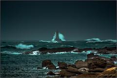 Phare du Four (jyleroy) Tags: ocean sea mer lighthouse storm france canon landscape eos rebel brittany europe wave bretagne breizh vague phare stormyweather tempête finistère atlantique océan pharedufour porspoder 700d ragingsea t5i