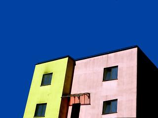 P2880180  urban  composition