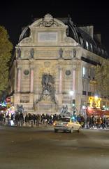 Parigi_180T (Dubliner_900) Tags: tamron1750mm28 fountain fontana fontainesaintmichel notturno parigi paris highiso d7000 nikon nightshot handheld