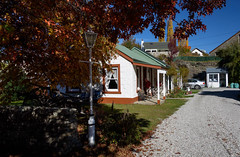Our Motel for the Night (Jocey K) Tags: autumn windows newzealand people building tree cars lamp leaves architecture oak autumncolours driveway southisland centralotago tres arrowtown tripdownsouth settlerscottagemotel