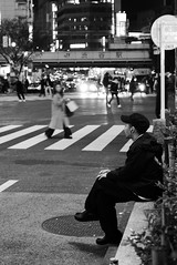Shibuya crossing  Tokyo (Julien Mailler) Tags: world street travel people blackandwhite japan night asian japanese tokyo julien asia crossing shibuya nippon asie japon nihon japonais nationalgeographic asiatique honshu reflectionsoflife lovelyphotos jules1405 unseenasia earthasia mailler tokyote