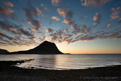 The end of the day (Tmas Freyr) Tags: ocean sunset sea sky skyline night clouds landscape iceland kirkjufell sjr snfellsnes sk grundarfjrur snaefellsnes landslag slsetur snaefellsnespeninsula vesturland grundarfjararbr kirkjufellmountain