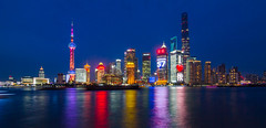 Shanghai Skyline Pudong District (Juujuu Photoshots) Tags: china city urban panorama building water skyline architecture night canon river lights asia eau long exposure view skyscrapers shanghai nightshot lumire horizon towers cityscapes exposition 7d asie pudong extrieur nuit btiment hdr ville chine urbain 2016 longue megacity megalopole canon7d