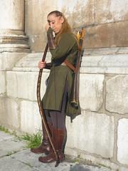 Break (SixthIllusion) Tags: wall cosplay lucca elf bow arrow cosplayer con legolas greenleaf acher sindar