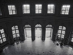 Grand salon oval (travelben) Tags: street shadow blackandwhite bw france building castle seine architecture de hall europe ledefrance interieur olympus nb panasonic architect le baroque chateau rotunda et 77 contrejour vicomte silouhette coupole marne vaux vauxlevicomte vestibule vau m43 maincy salledesgardes