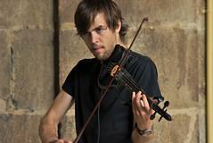 Viktor y kader (Jesus Castaeda del Moral) Tags: viktor calle guitarra bilbao violin msicos kader