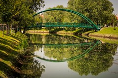 A bridge over untroubled waters... (Anthony Plancherel) Tags: travel trees sky reflection green nature grass metal architecture clouds canon reflections turkey river landscape outside outdoors pattern crossing outdoor landscaping turkiye places bluesky structure greenery form openspace riverbank category span citypark whiteclouds eskisehir travelphotography architecturephotography porsukriver eyeshape canon1585mm canon70d kanlkavakpark nonbuilding kanlikavakpark