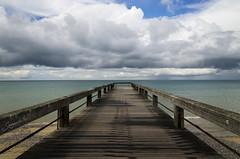 El Muelle de Veules-les-Roses (SegundoReal) Tags: sea mer france beach muelle mar madera playa cielo francia valery reposo tranquilidad caux estacades lestacade