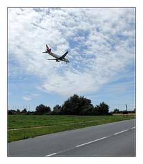 Hop! (Oeil de chat) Tags: fujifilm x20 avion aroport instantdcisif survol