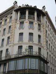 Vienna (Yekkes) Tags: vienna austria ceramics secession artnouveau tiles balconies jugendstil ottowagner majolicahouse cornerbalcony goldplate linkweinzeile