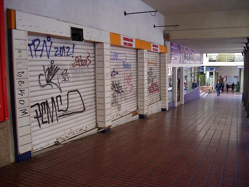 Local comercial situado en plena Calle Almendros de Benidorm. Consulte precio a su inmobiliaria en Benidorm, Asegil www.inmobiliariabenidorm.com