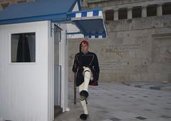 [AA0454]* 2013/07/07_001 (sdb66) Tags: people day outdoor athens greece grecia attica syntagma nikond200 evzones repubblicaellenica nikkorafsdx1224mmf40gifed atenecentrale