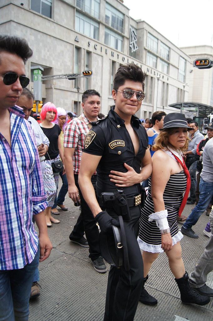 mujeres chupando fiesta gay