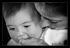 mamiepicci (gianlucapiazza1976) Tags: picci piano primo e mamma pappa toscana federica bianco nero dolcezza bimba