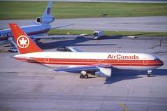 Air Canada Boeing 767-200; C-GDSS, August 1990 (Aero Icarus) Tags: plane aircraft flugzeug avion slidescan aircanada boeing767200 cgdss