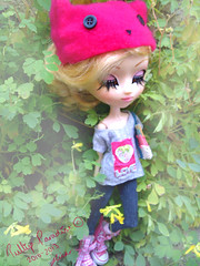 Cat hat ^^ (Pullip Paradise 2010) Tags: pink flowers cute hat cat garden outside eyes doll pretty dolls eyelashes photoshoot top clarity dal converse pullip pullips dals