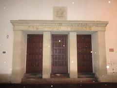 1951/52 Erfurt Portal Neue Synagoge von Willy Nckel Kartuserstrae/Juri-Gagarin-Ring 16 in 99084 Altstadt (Bergfels) Tags: erfurt eingang synagoge judentum ddr portal altstadt tr 1951 davidstern beschriftet neuesynagoge 1950er hexagramm 99084 195152 bergfels 20jh jurigagarinring architekturfhrer kartuserstrase willynckel