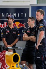 "Daniel Ricciardo having a chat with his pit crew <a style=""margin-left:10px; font-size:0.8em;"" href=""http://www.flickr.com/photos/40608624@N00/11398552345/"" target=""_blank"">@flickr</a>"