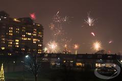 Vuurwerk (StevenVDO) Tags: nye nederland vuurwerk oudejaarsavond lange sluitertijd vuurpijl zwijndrecht nieuwjaarsdag zonnestein welhorst eemstein
