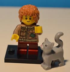 Serie 02 - Figlio della Locandiera - Peter (cidmassimofadda) Tags: 2 cat grey grigio lego son medieval fantasy series gatto medievale figlio locandiera innkeeper minifigures