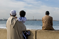 Casablanca - (rosella sale) Tags: travel faro riva bambini islam sguardo cielo marocco casablanca viaggi pensieri viaggio oceano uomini oceanoatlantico rosellasale fotorosellasale