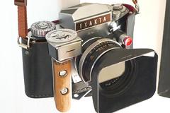 Exakta Varex IIb (www.stuartglloyd.co.uk) Tags: camera light slr film home germany dresden early mount made meter exakta varex iib
