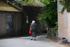 Mum Escaping (quintinsmith_ip) Tags: flowers grass hotel grasmere grounds wordsworth wordsworthhotelandspa