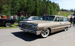 Chevrolet 1964 (Drontfarmaren) Tags: show old classic cars chevrolet america iron gallery sweden nostalgia event american motor sverige enthusiast coverage custom veteran bilder 1964 sommar rebro bilar galleri amerikanska nrke biltrff entusiast nnaboda drontfarmaren