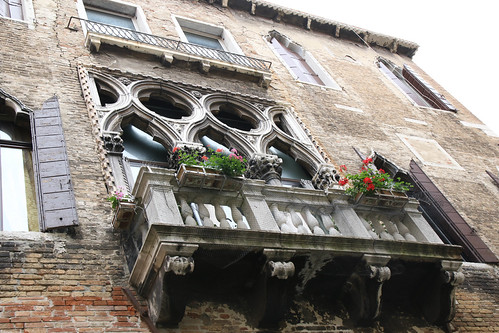 20160513_7910 ornate balcony in Venice