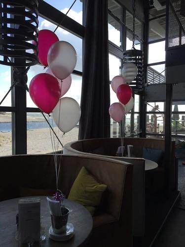 Tafeldecoratie 5ballonnen Werelds aan het Strand Goedereede