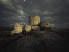 Atardece en Moya (:) vicky) Tags: clouds atardecer hiking olympus nubes montaa castillo vicky visionario olympusdigitalcamera photopills vickyepla flickrvicky