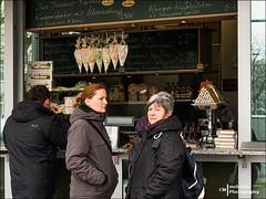 Sweet Surprise (Melchita) Tags: street colorphotography streetphotography streetscenes urbanscenes urbanlife urbanphotography dresde streetcolor streetphotographycolor melchita olympusomdem5