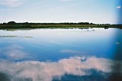 La Maye (Max Sat) Tags: blue sky cloud lake france reflection film water birds analog landscape duck fuji kodak lac bleu reflet ciel 100 135 nuage paysage fujinon klasse ektar 38mm lecrotoy maxsat lamaye klasses fujiklasses superebc38mmf28 maxwellsaturnin