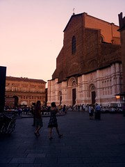 Sunset in Bologna (sarapavone1) Tags: sanpetronio italy italia bologna piazzamaggiore pinksunset pink sunset