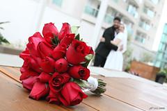 Fernanda e Vinicius - Buqu de Rosas (lcamargo.dm) Tags: casamento marriage love photo fotografia design bouquet wedding red grooms