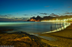 Curves Ipanema (Jos Eduardo Nucci) Tags: longexposure brazil beach nature brasil riodejaneiro night landscape photography google nikon rocks cidademaravilhosa paisagem ipanema arpoador crepsculo 18200mm nucci 2013 wonderfulcity d7000 blinkagain brasilemimagens