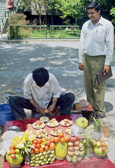 Fruit sallad (bokage) Tags: india fruit market delhi sallad vendor bokage