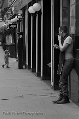 Smoking and observing (Patricia dos Santos Paton) Tags: people scotland glasgow smoker citycentre