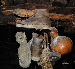 CAMIOS (C@RLOS.R) Tags: galiza antiguo botas ancares caminantes camios crlos