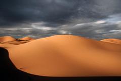 Dunas y nubes. (Victoria.....a secas.) Tags: clouds desert dunes explore nubes desierto marruecos dunas shara