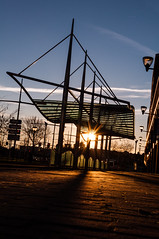 Bus station (glukorizon) Tags: blue roof light sunset red sun architecture zonsondergang blauw nederland delft pole pylon rood centrum zon busstation dak odc streetlighting zuidholland paal zuidpoort zuidwal straatverlichting pyloon odc2 ourdailychallenge