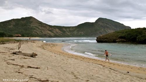 Sumbawa-Sekongkang-Beach